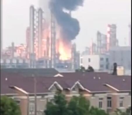 泰州东联化工厂泄漏起火